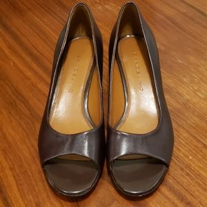 Bandolino peep toe pumps dark brown sz7